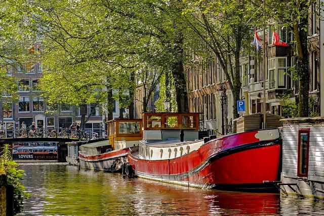 barge-2678979 640