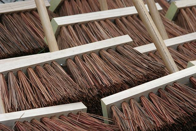 brooms-857508 640